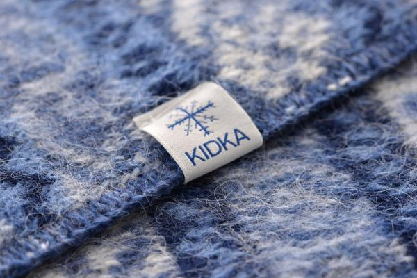 Wool Blanket Lækur: Icelandic wool blanket with blue, white and darkblue all over pattern in traditional Icelandic style