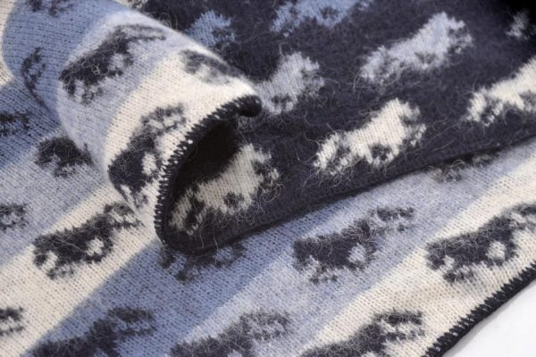 Wool Blanket Fákur with Icelandic Horses on both sides. Colour: blue