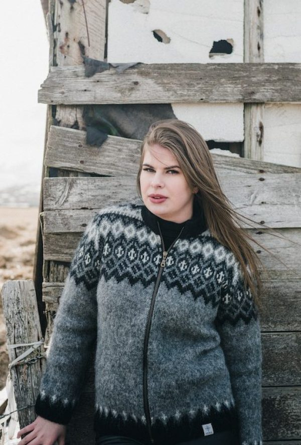 Gray Cardigan with traditional Icelandic pattern, full-length zipper and fleecelined collar