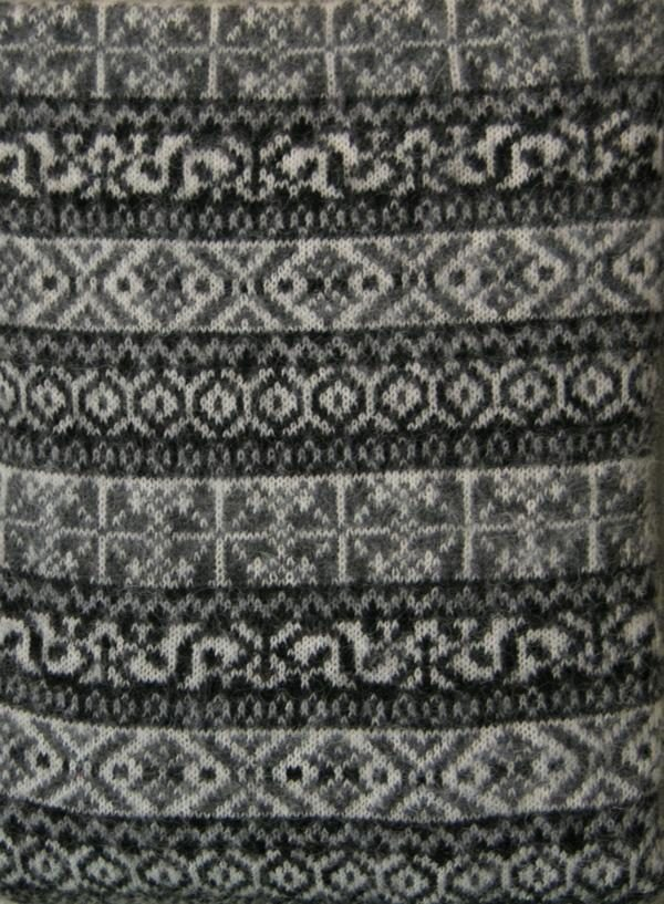 Wool Scarf Lækur with traditional Icelandic all-over pattern. Available in three colours