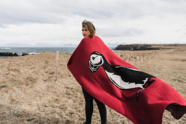 Wool Blanket Puffin: Icelandic Wool Blanket with a big Puffin in black and white knit. Available in two colours